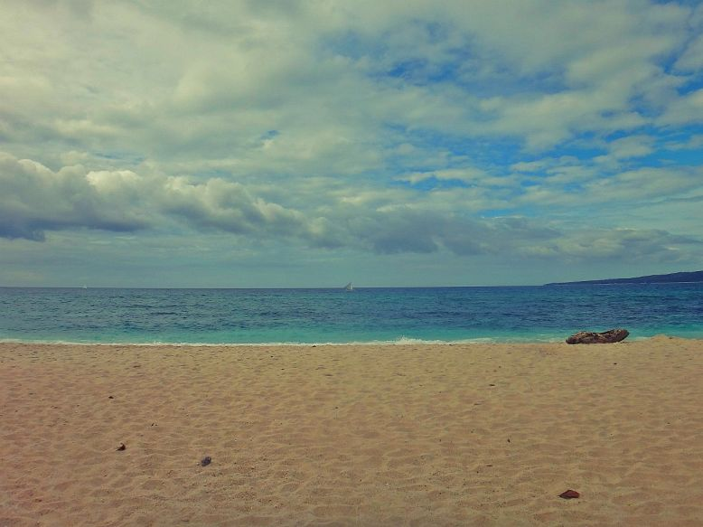 The calmness of Puka Beach